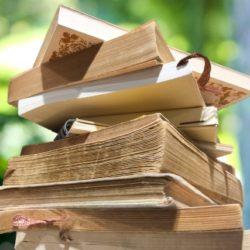 山積みにされた本