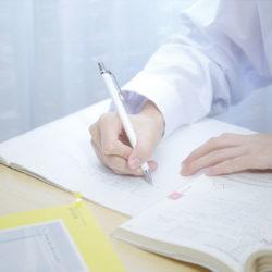 勉強している学生
